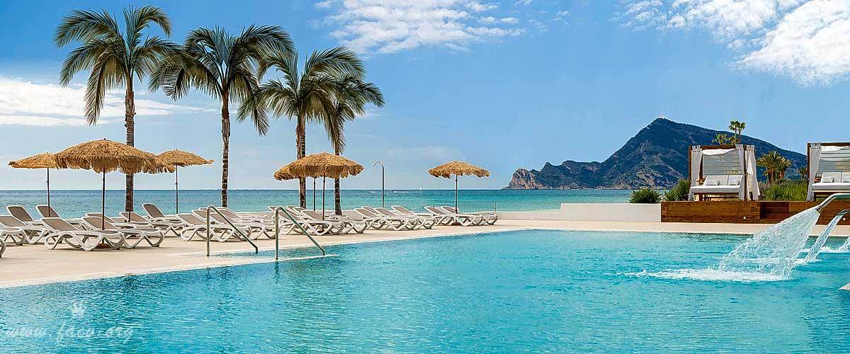 piscina hotel Cap Negret