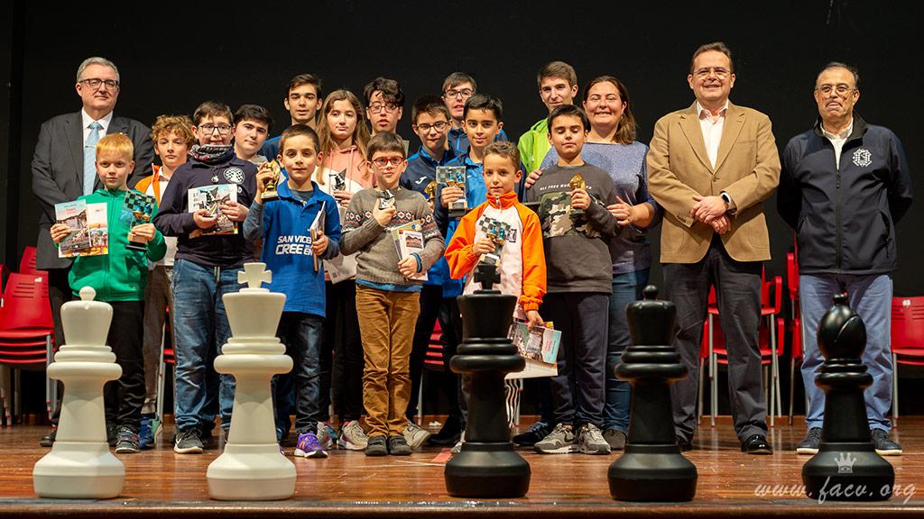 jugadores torneo ajedrez en Sueca
