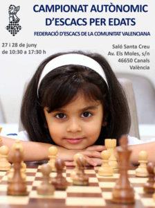 niña con un ajedrez